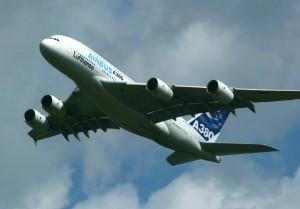 Airbus A380 bei einer Langsamflug-Demonstration auf der ILA 2006